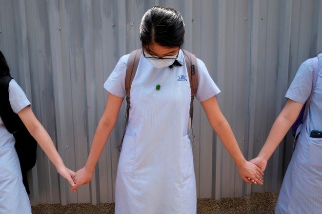Хонгконг сурагчид улс төрийн үйл ажиллагаанд оролцох хориотой