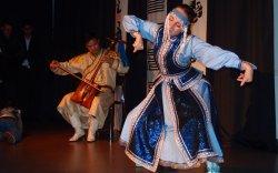 Дэлхийд монгол бүжгийг сурталчилж яваа франц бүсгүй