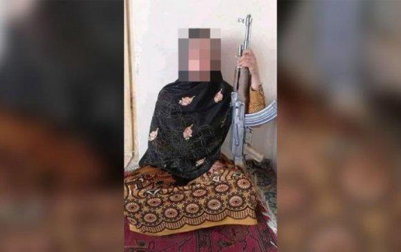 15 настай охин дүүгийнхээ хамт талибанчуудаас эцэг эхийнхээ өшөөг авчээ