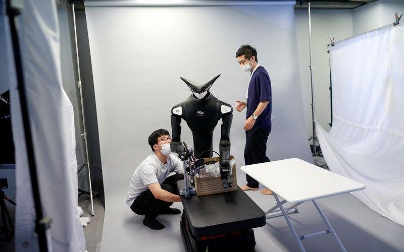 Японд ажиллах хүчний хомсдлыг роботоор шийдэж байна