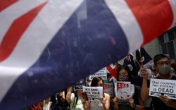 Их Британи хонгконгчуудад иргэншил олговол БНХАУ хөдөлнө