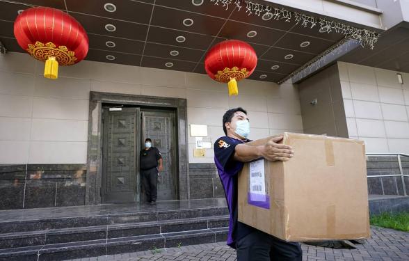 АНУ, Хятадын дипломатууд Консулын газраа орхин явцгаажээ