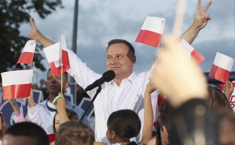Польш улс Ерөнхийлөгчийн сонгуулиа зохион байгууллаа