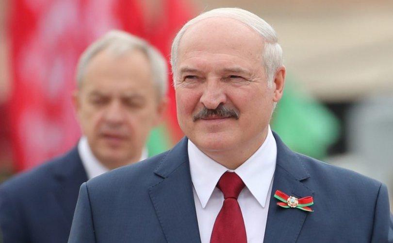 Беларусийн Ерөнхийлөгч коронавирусийн халдвар аваад эдгэрчээ