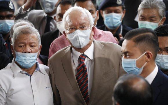 Малайзын экс Ерөнхий сайдад 12 жил хорих ял оноожээ