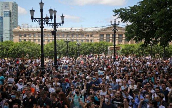Путиныг огцрохыг шаардан 30 мянган хүн жагсчээ