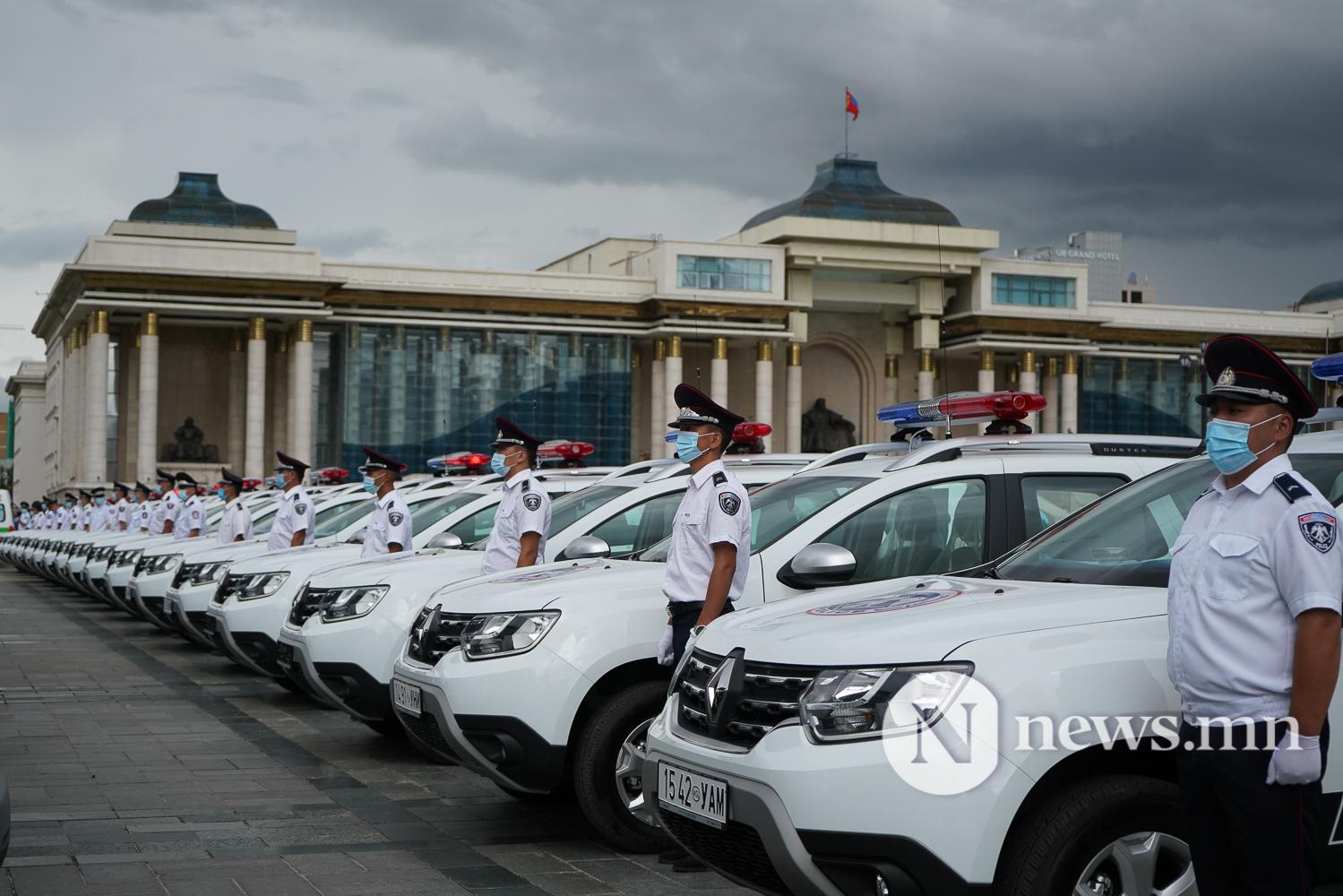 Нийслэлийн эрүүл мэнд, цагдаагийн байгууллагад 92 автомашин гардуулж байна (13 of 45)
