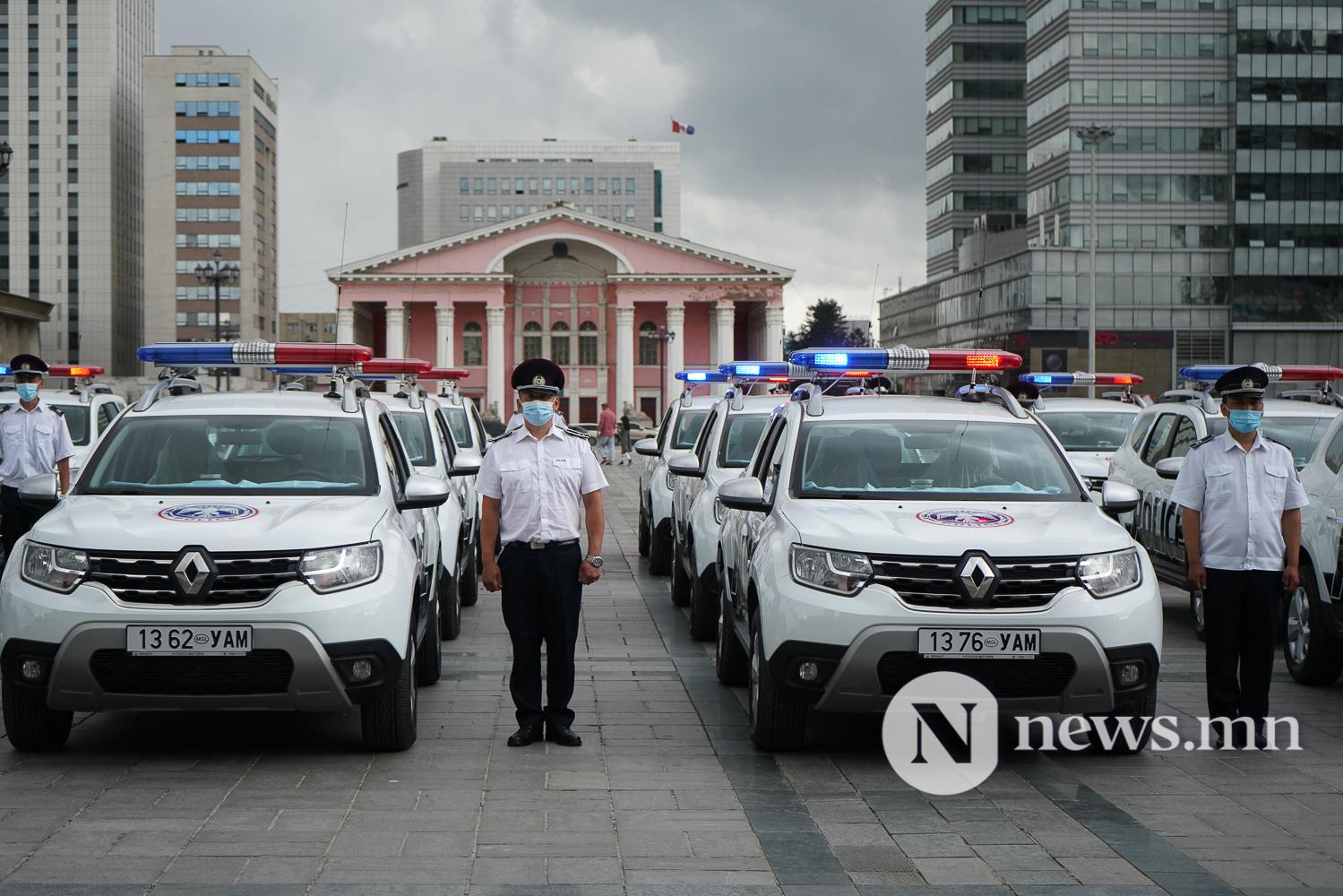 Нийслэлийн эрүүл мэнд, цагдаагийн байгууллагад 92 автомашин гардуулж байна (15 of 45)