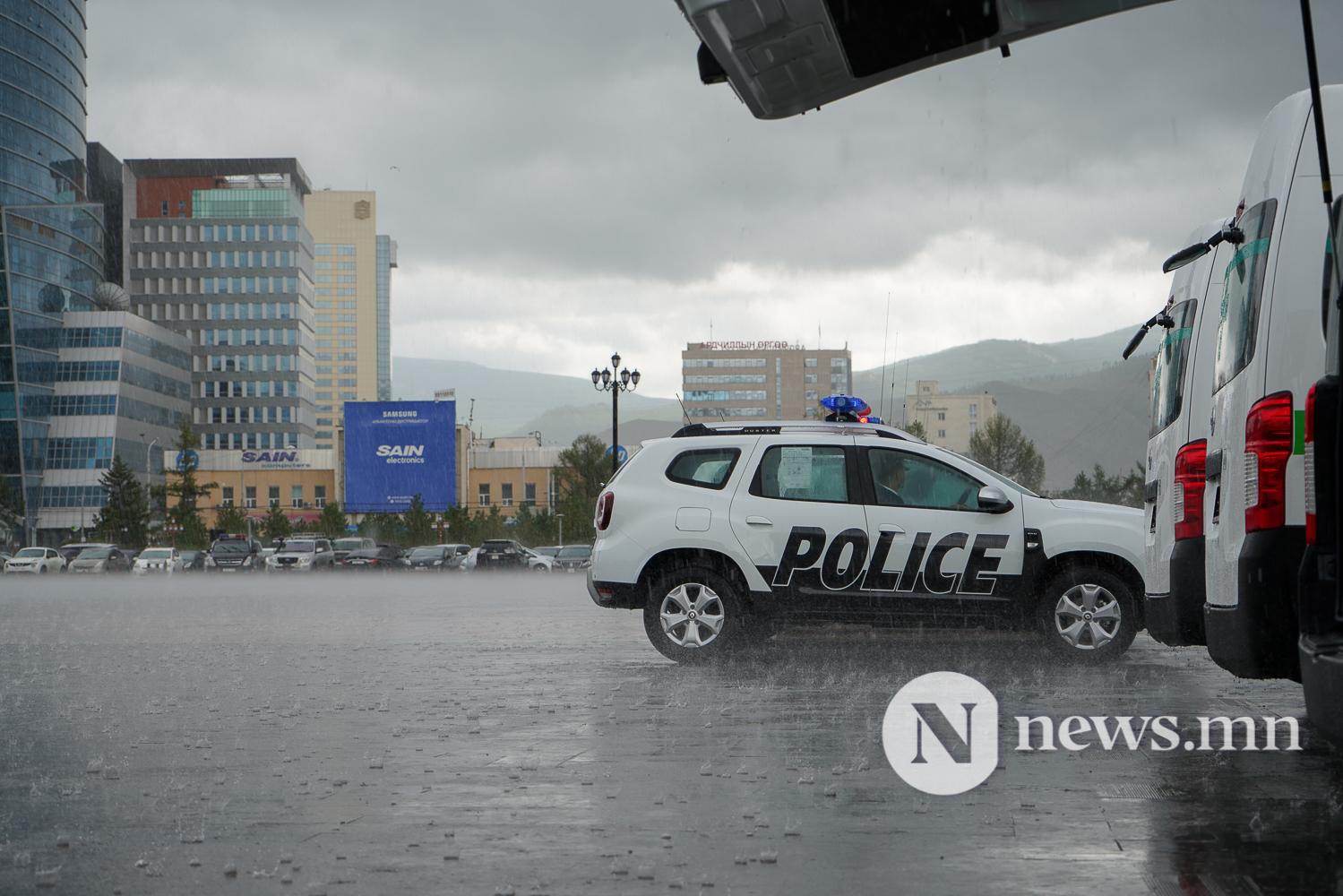 Нийслэлийн эрүүл мэнд, цагдаагийн байгууллагад 92 автомашин гардуулж байна (26 of 45)
