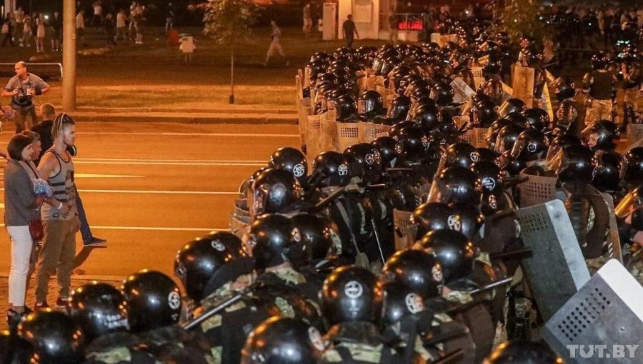 0820_Belarus_politics_presidential_eleciton_riot_police_in_minsk_Cropped_(1)