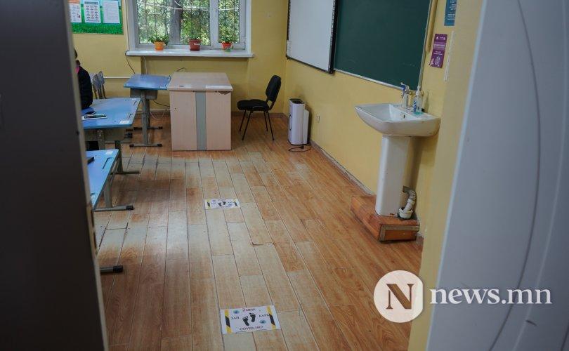 """""""Сурагчид сандал, ширээгээ солихгүй, хоорондоо гар барихгүй"""""""