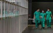 Хонгконгчууд Хятадын тусламжийн эмч нарыг хардав
