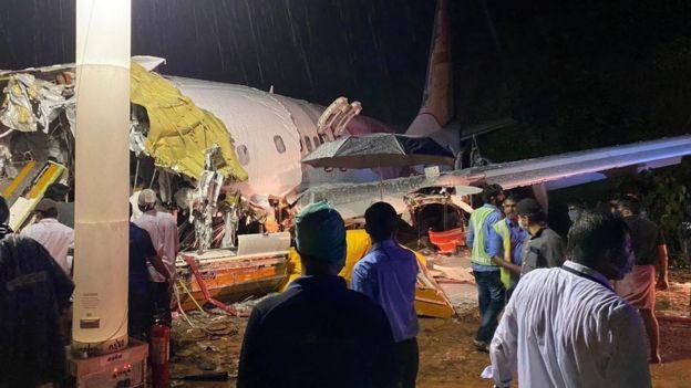 Энэтхэгийн 190 хүнтэй чартер нислэг осолдож, 20 хүн амиа алдав