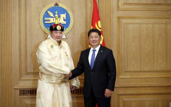 Монгол Улсын Ерөнхий сайд У.Хүрэлсүх аварга П.Бүрэнтөгсөд баяр хүргэв
