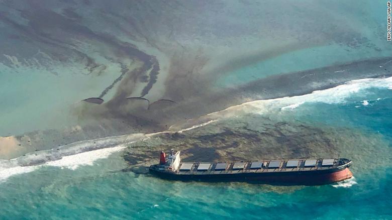 200809114208-07-mauritius-oil-spill-exlarge-169
