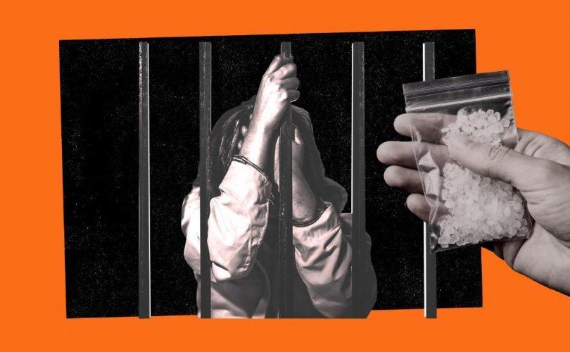 Хар тамхи ба эмэгтэйчүүдээр дүүрсэн Азийн шоронгууд