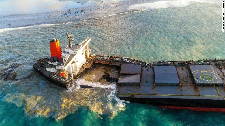 200815200910-02-mauritius-oil-spill-0815-exlarge-169