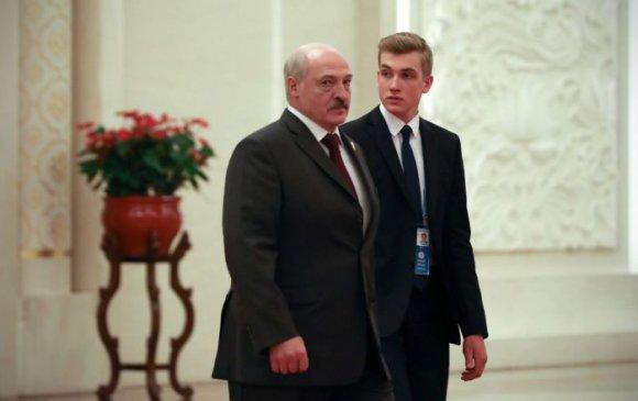 Лукашенко 16 настай хүүгээ өөрөөсөө салгахаа байжээ