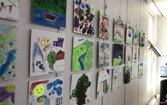 Хөгжлийн бэрхшээлтэй хүүхдүүдийн гар зургийн үзэсгэлэн нээгдлээ