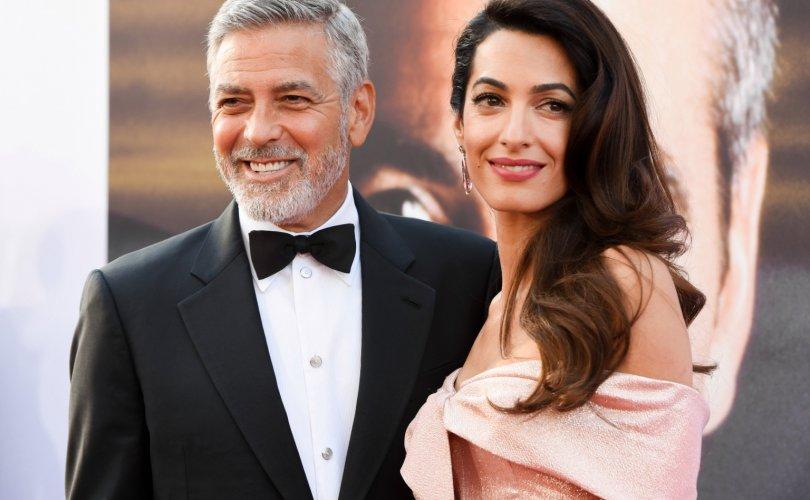 Жорж Клунигийн гэр бүл Бейрут хотод 100 мянган доллар хандилав