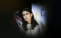 Шинэ Зеланд: 102 хоногийн дараа халдвар дахин идэвхжлээ