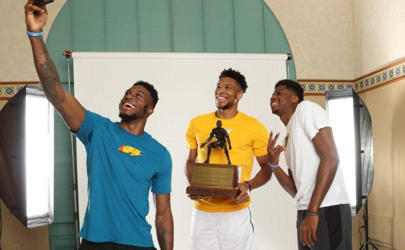 NBA: Грек мангас домгуудын эгнээнд нэгдлээ