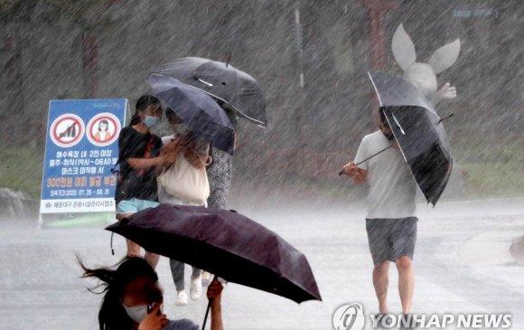 БНСУ-д хүчтэй борооны улмаас 33 хүн нас барж, есөн хүн сураггүй алга болжээ