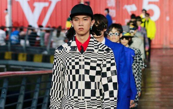 Анхны бодит загварын шоуг Louis Vuitton Хятадад зохион байгуулав