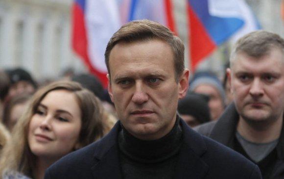 Франц улс Навальныйд улс төрийн орогнол олгохоо амлав
