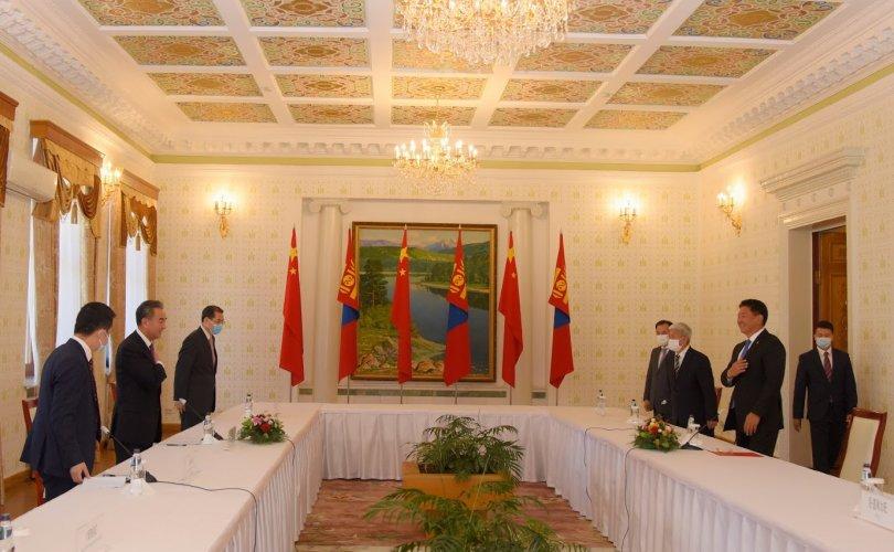 Ерөнхий сайд У.Хүрэлсүх монгол хэл, бичгийн асуудлыг хөнджээ