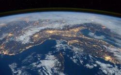 Сансарт дэлбэрсэн Оросын түлшний савны хог хаягдал улам нэмэгджээ