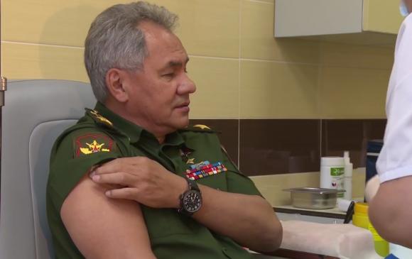 Сергей Шойгу коронавирусийн эсрэг вакцин хийлгэжээ
