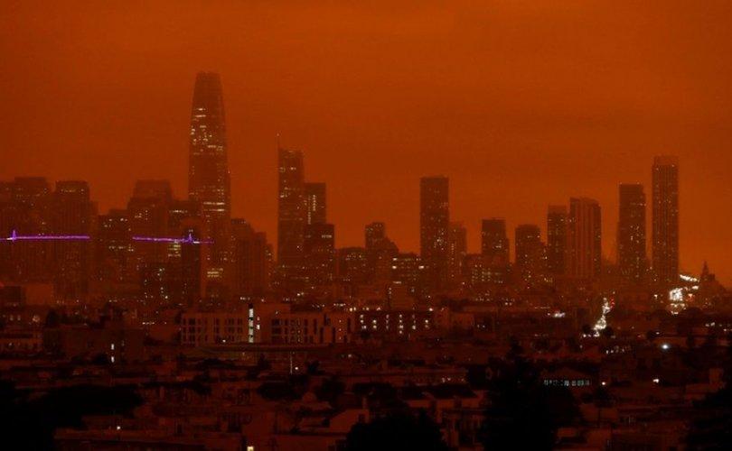 Сан-Франциско хотод тэнгэр улбар өнгөтэй болжээ