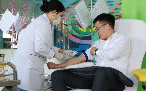 Нийслэлийн ИТХ-ын ажлын албаны ажилтнууд цусаа хандивлалаа