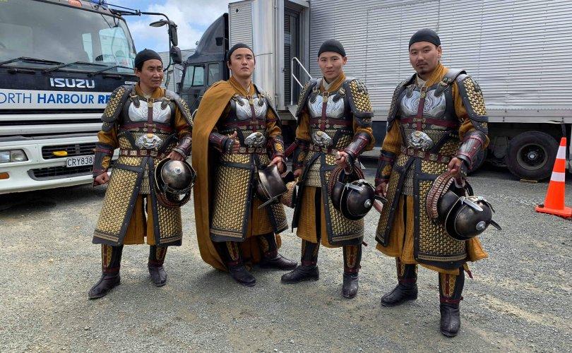 """Монгол залуус """"Мулан"""" киноны хааны хамгаалагчийн дүрд тогложээ"""