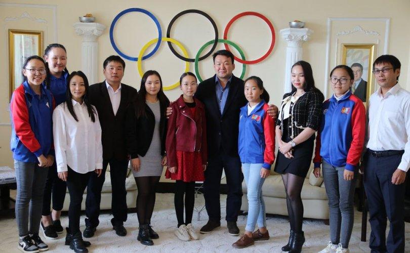 """МҮОХ-ны ерөнхийлөгч Н.Түвшинбаяр """"Үндэстнүүдийн цом""""-ын эздэд баяр хүргэв"""