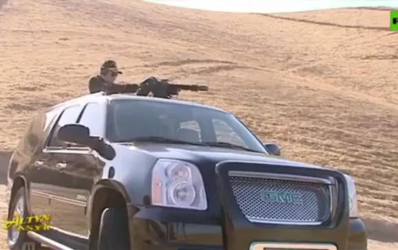 """Туркменистаны Ерөнхийлөгч машинаасаа автомат буугаар """"шүршиж"""" гайхуулав"""
