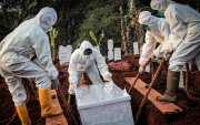 Индонези: Маскгүй иргэдэд булш ухах шийтгэл оноож байна