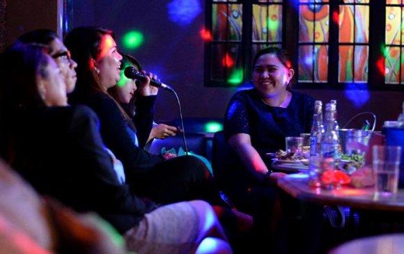 Филлипин: Цар тахалтай тэмцэхэд караокечид саад болж байна