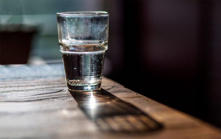 Ундны уснаас хлорын шохой амтагдсан гэж гомдол гаргажээ