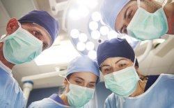 Орос эмч нар өвчтөний амнаас нэг метр урт могой гаргаж авчээ