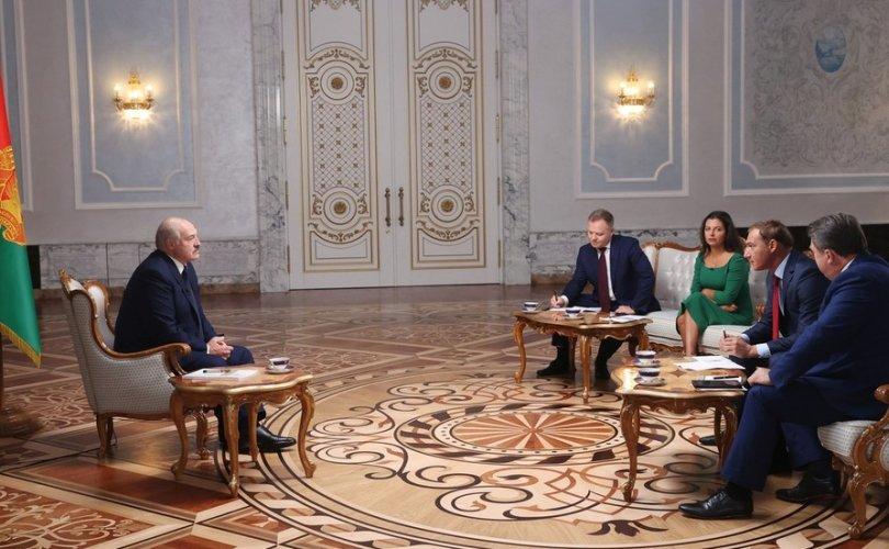 Лукашенко: Би бууж өгвөл намайг сонгосон олонхын амь эрсдэлд орно