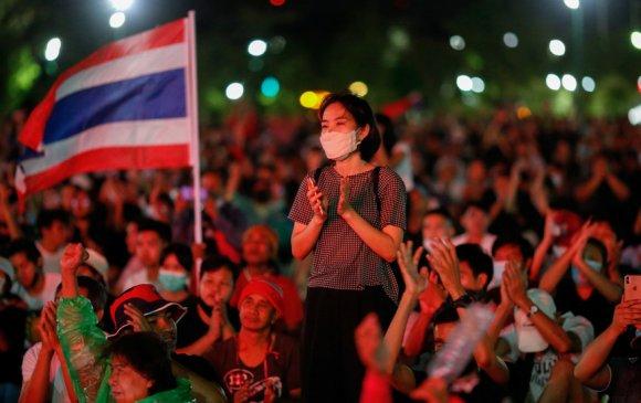 Тайландчууд хаант засаглалыг эсэргүүцэн жагсав