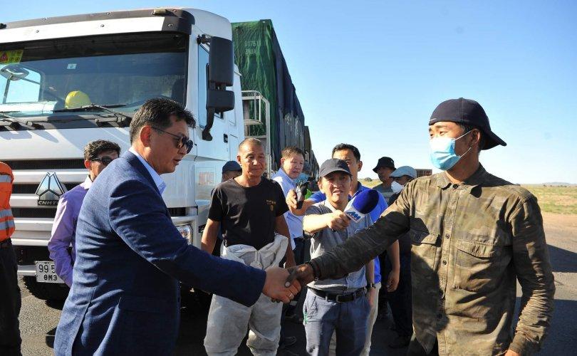 У.Хүрэлсүх Тавантолгой-Гашуунсухайт боомтод нүүрсний тээврийн жолооч нартай уулзлаа