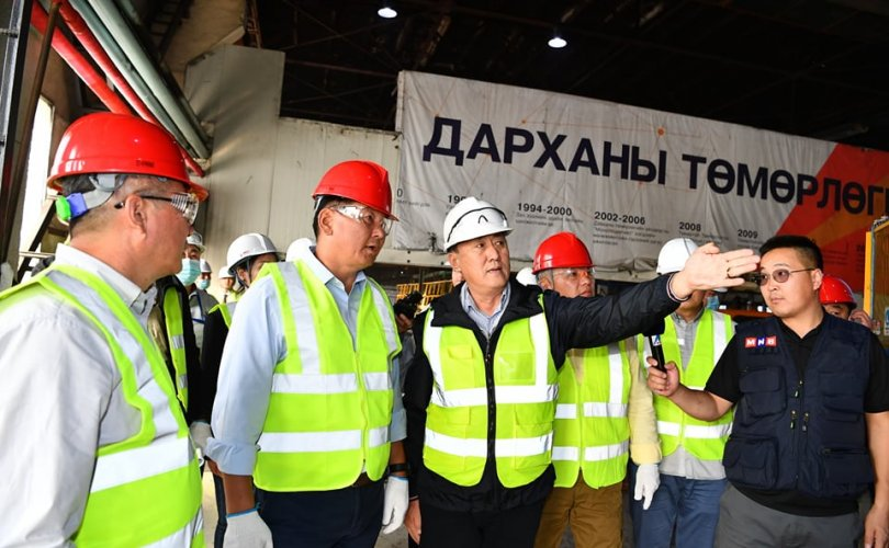 Ерөнхий сайд У.Хүрэлсүх Дарханы төмөрлөгийн үйлдвэрт ажиллав