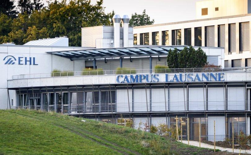 Швейцарьт 2500 оюутныг тусгаарлажээ