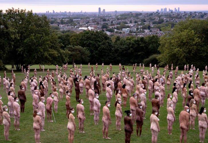 Урлагийн төлөө лондончууд нүцгэлэв
