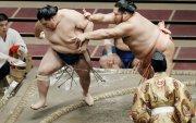 Тэрүнофүжи Ган-Эрдэнэ тэргүүтэй монгол бөхчүүд давлаа