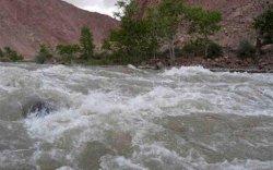 Гол, мөрний усны түвшин 25-45 см даван, хүчтэй үерлэж байна