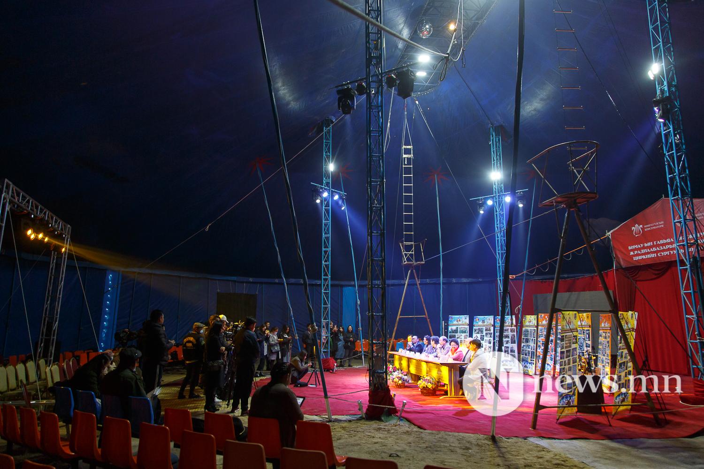 Майхан цирк дээр циркчид мэдээлэл хийж байна 80 жил (10 of 20)
